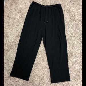 Woman within black pants 1x 22/24